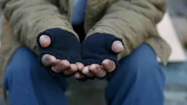 Quatro menores estrangeiros obrigados pelos pais a furtar e a mendigar