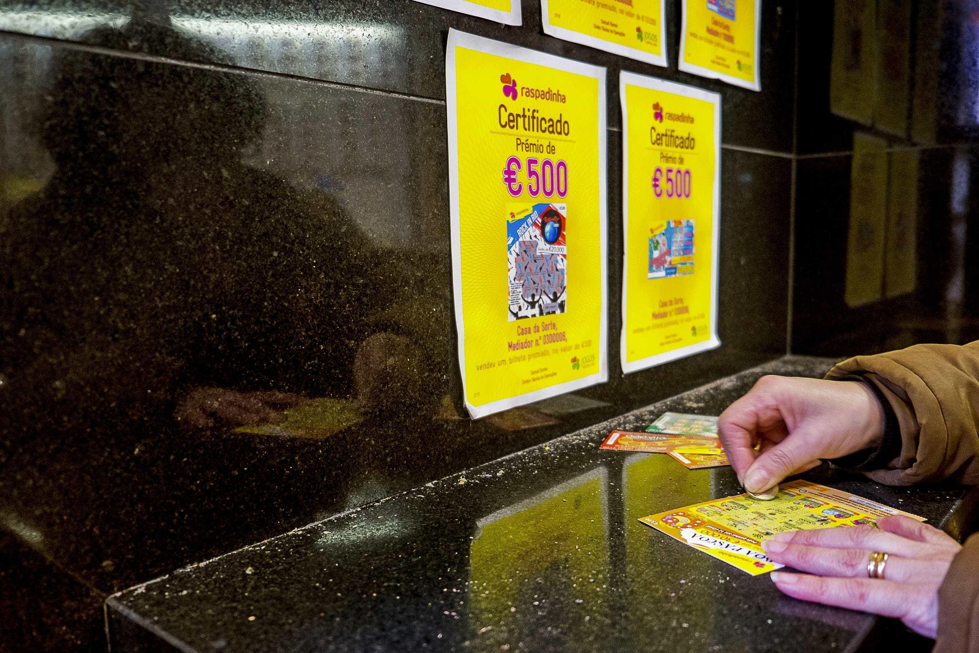 Como aumentar a probabilidade de ganhar dinheiro nas raspadinhas