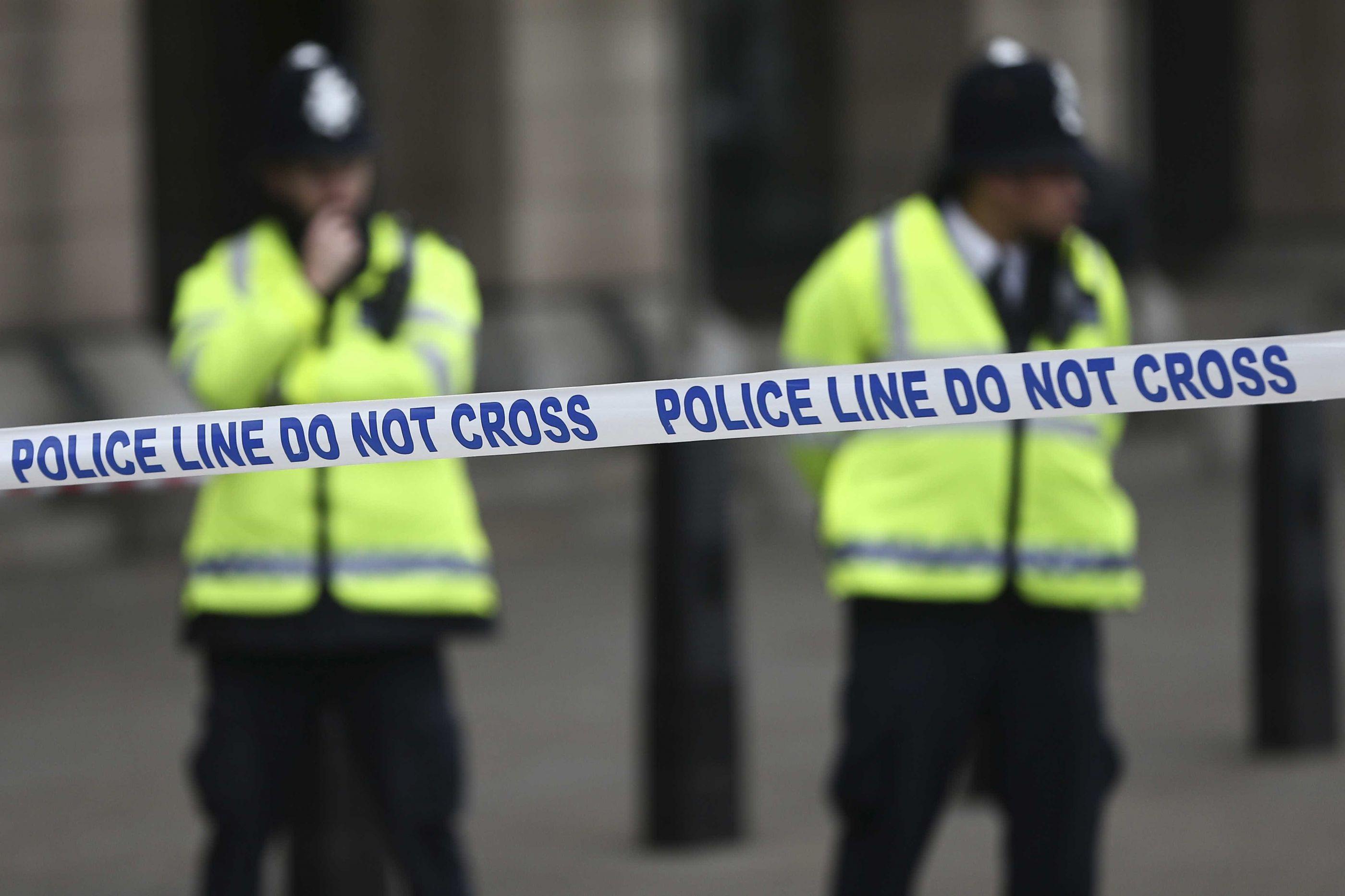Três pessoas esfaqueadas em Manchester por homem que gritou por Alá