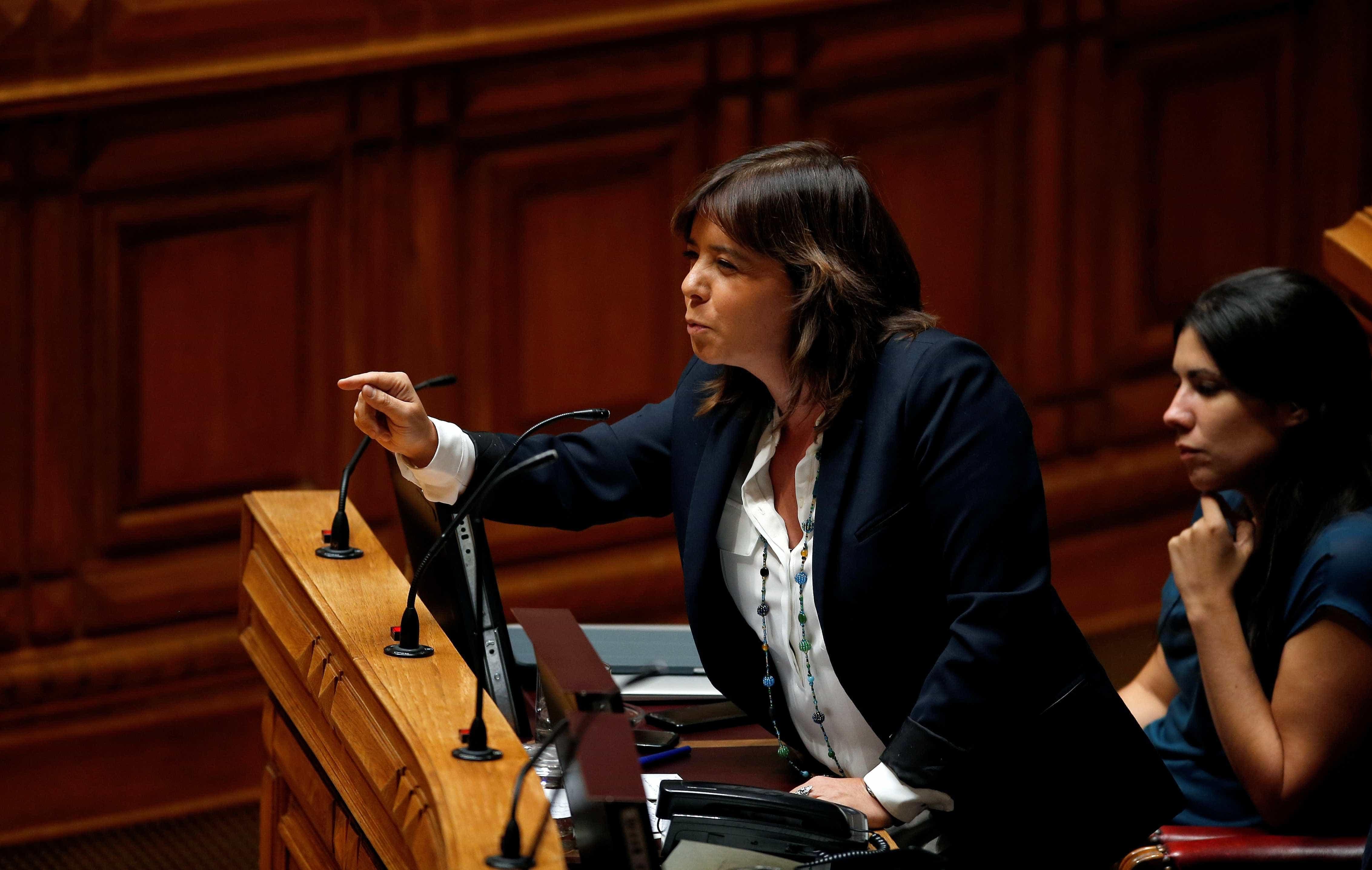 """Catarina Martins """"perplexa"""" face a acordo sem se conhecer estudo"""