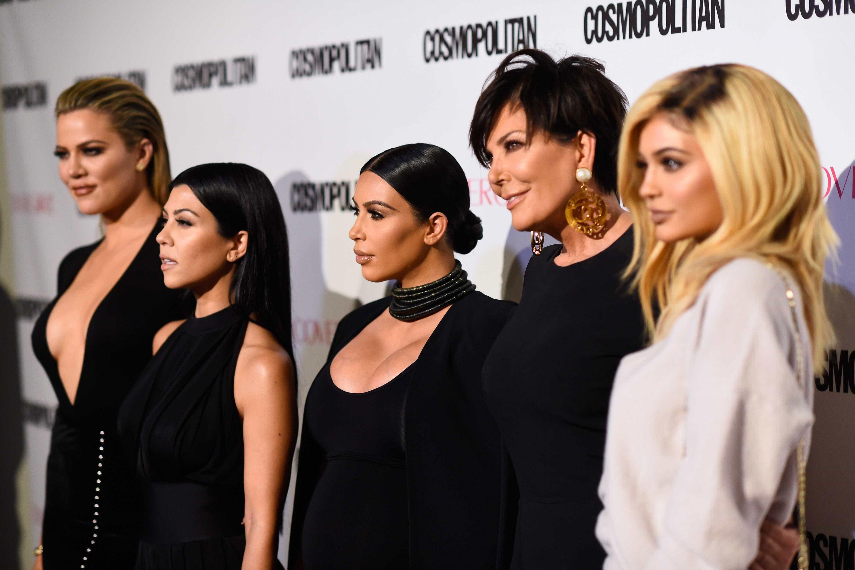 O tratamento que deixou Kim e Kourtney Kardashian quase irreconhecíveis