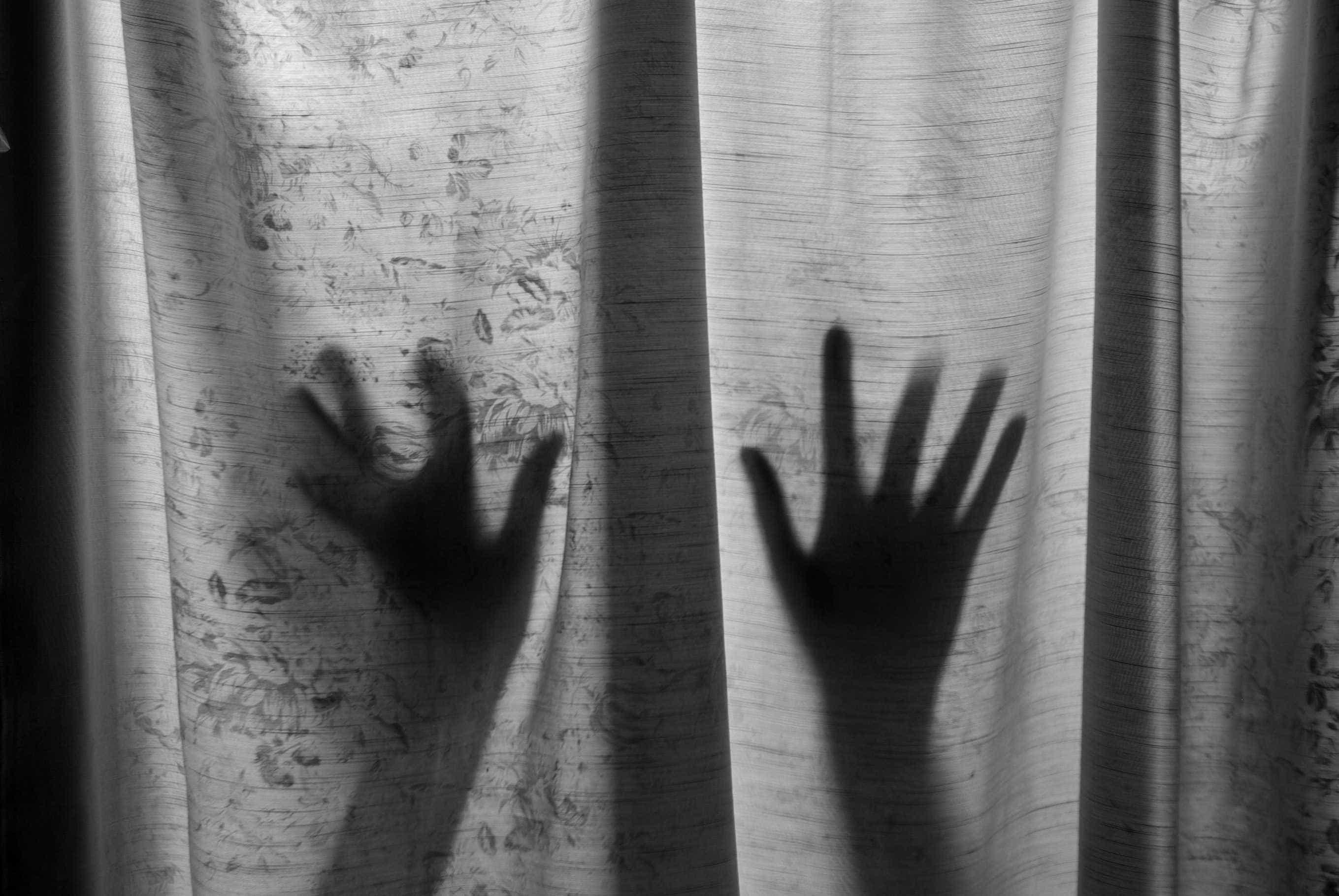 Pedófilo sai da prisão e viola duas adolescentes