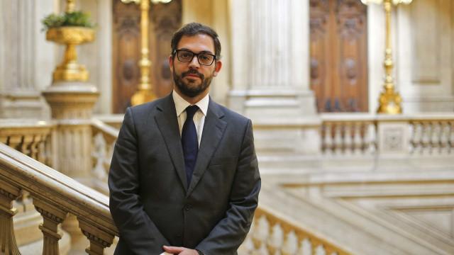Duarte Cordeiro, sucessor de Pedro Nuno Santos na JS e agora no Governo