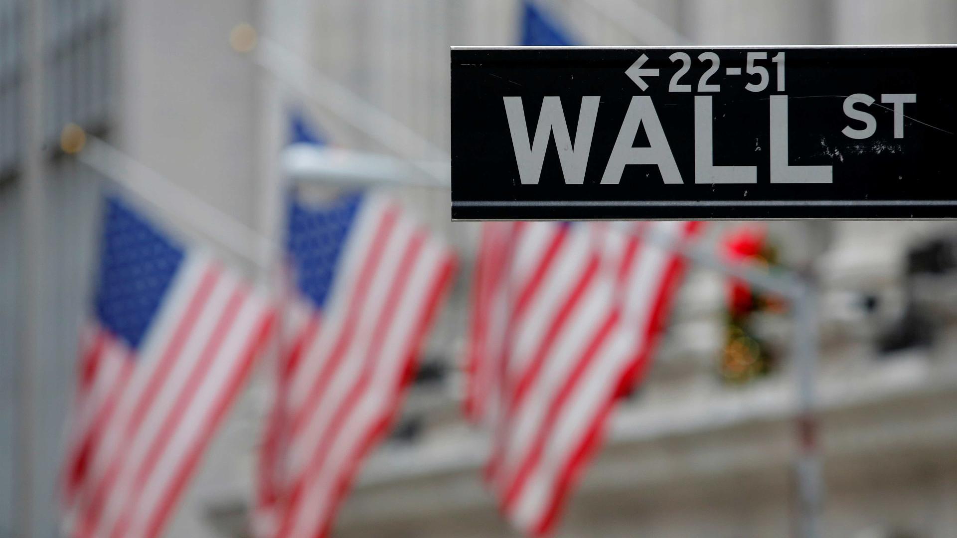 Wall Street fecha sem rumo mas com novo recorde do Nasdaq