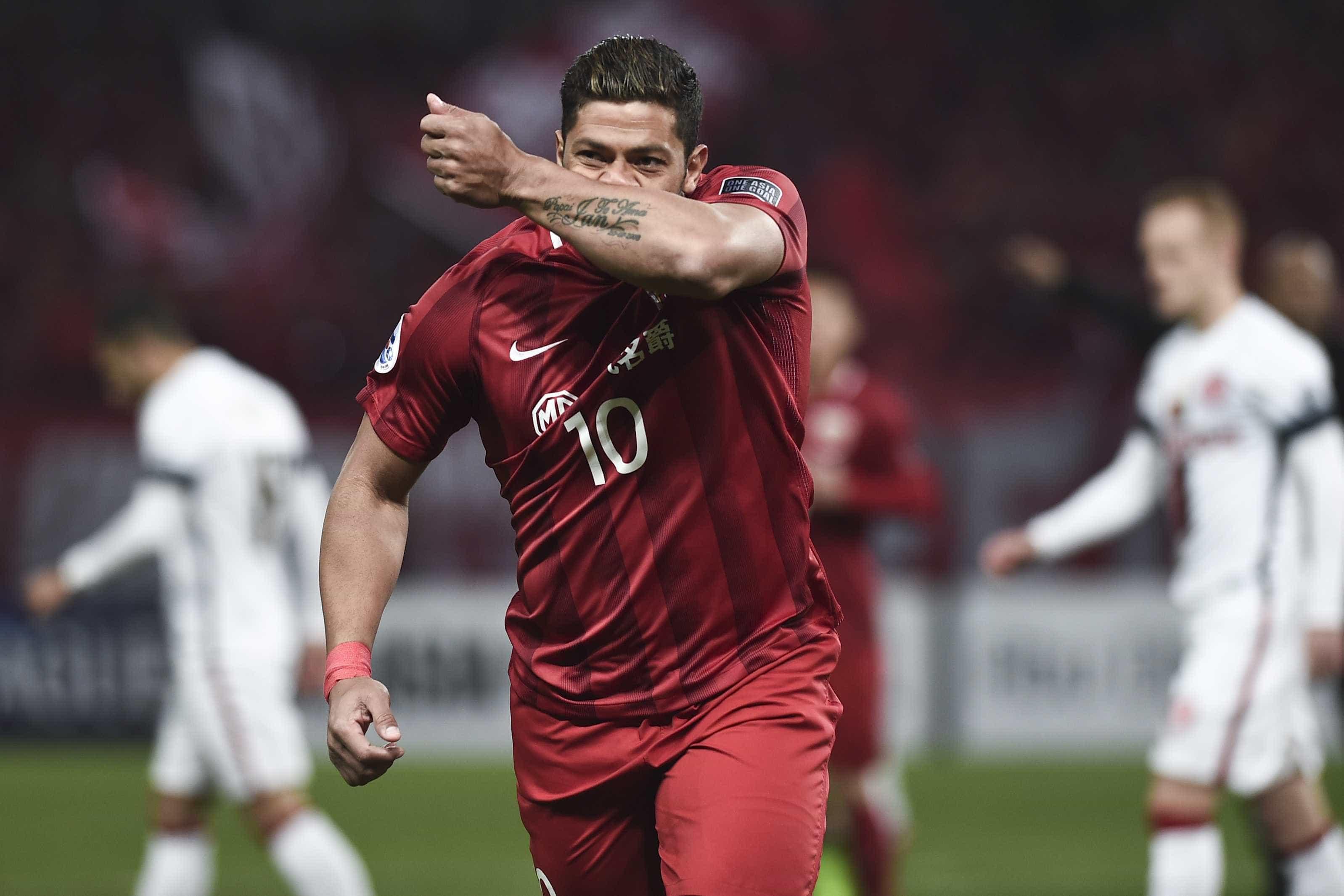"""Hulk agradece prenda a Cristiano Ronaldo: """"Sucesso sempre robozão"""""""