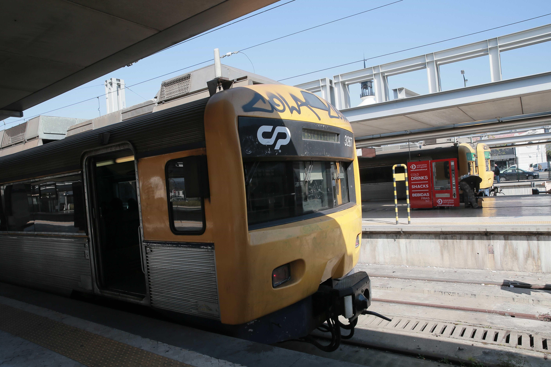 Greve reduz circulação da CP a urbanos até às 10h00