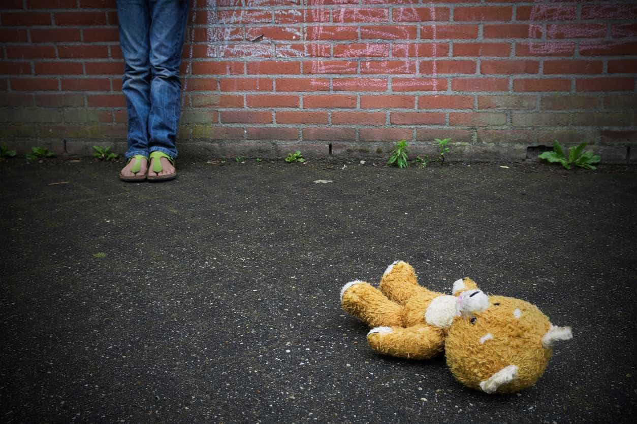 Menina de 11 abusada por colegas junto a escola em Carnaxide