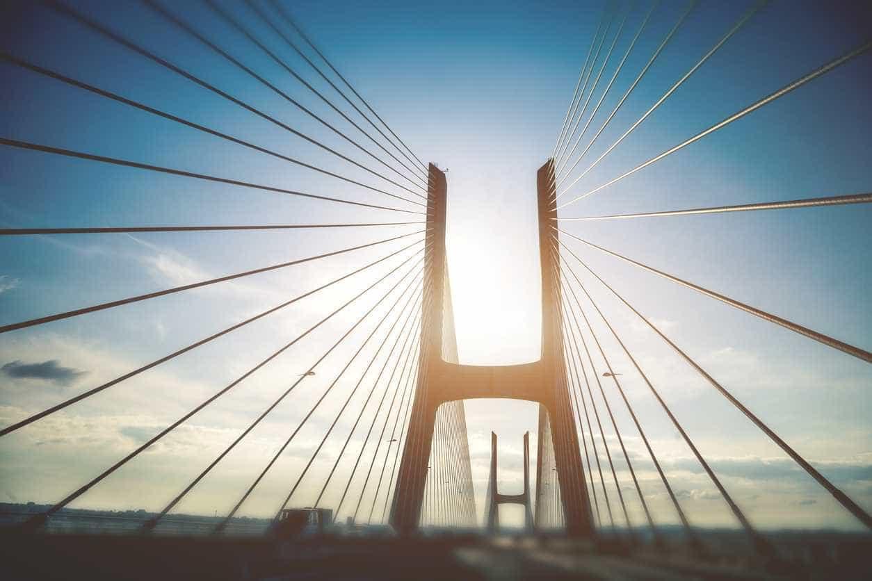 Ponte Vasco da Gama reaberta ao trânsito, seis horas após incêndio