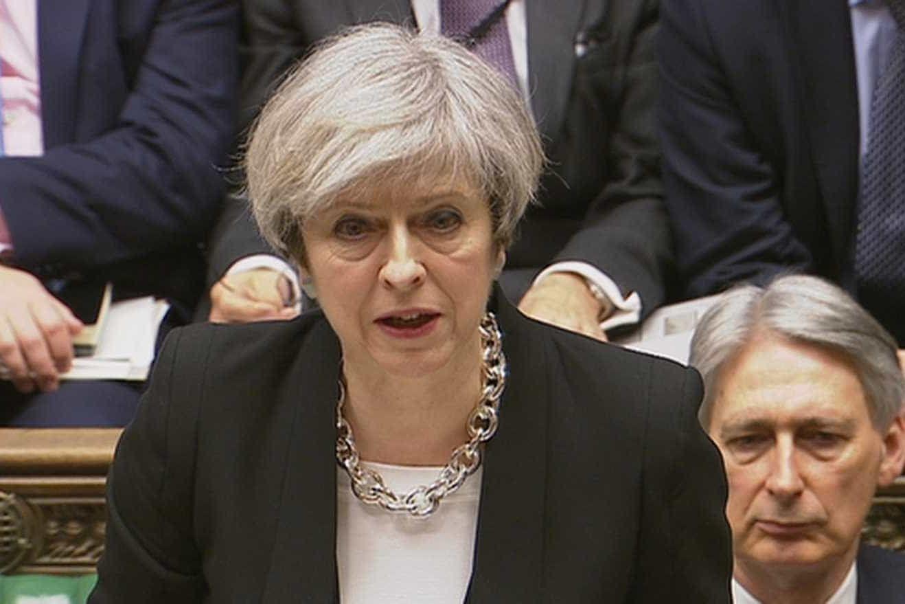 May dá a deputados hipótese de votar sobre Brexit sem acordo (ou adiar)