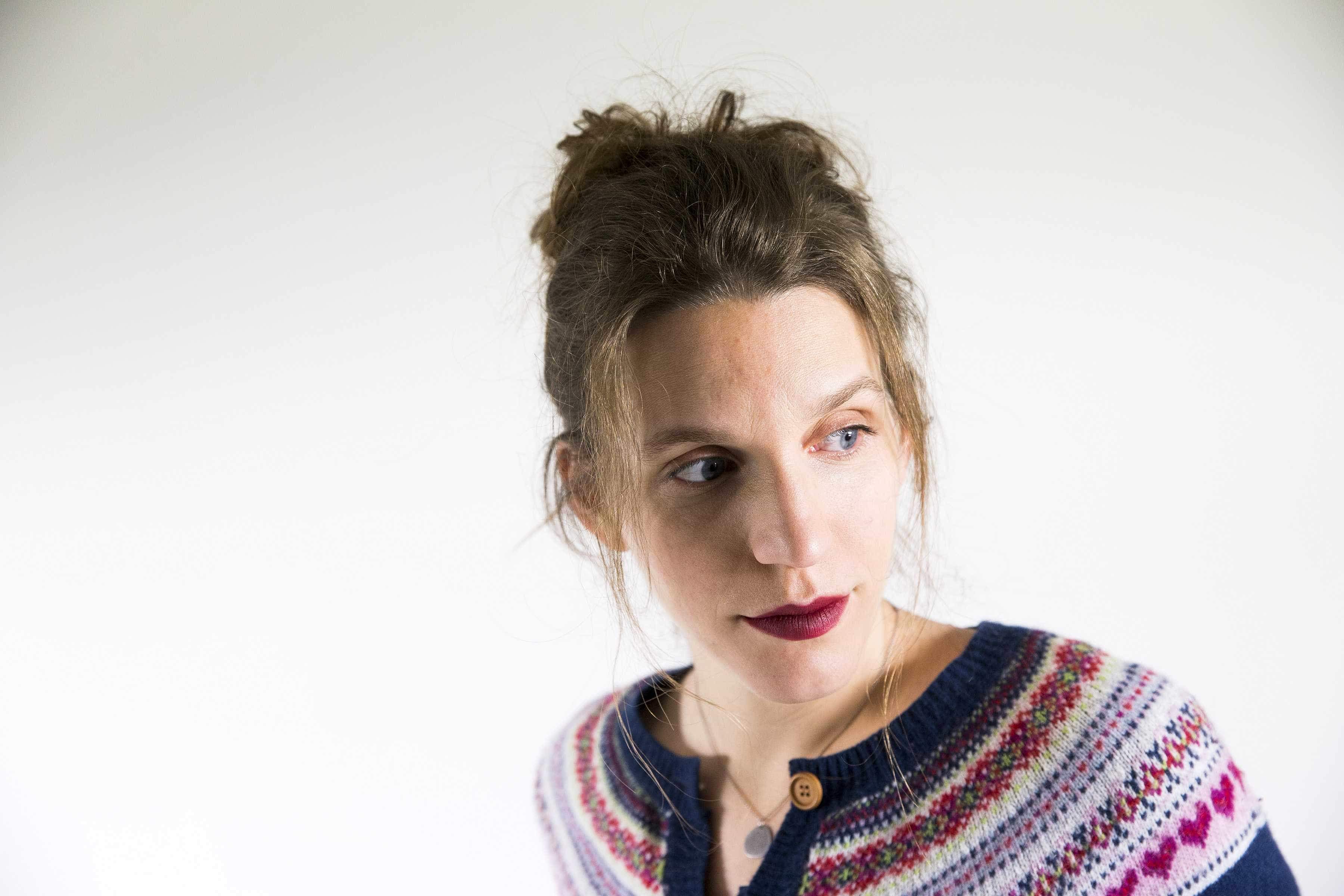 Luísa Sobral faz o elogio da imperfeição em 'Rosa', o novo álbum