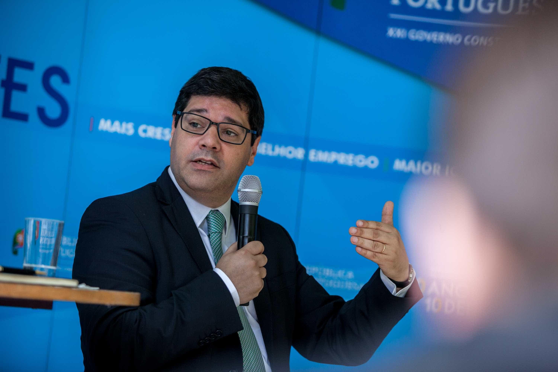 """""""Portugal debateu com Banco Asiático instrumento para empresas lusas"""""""