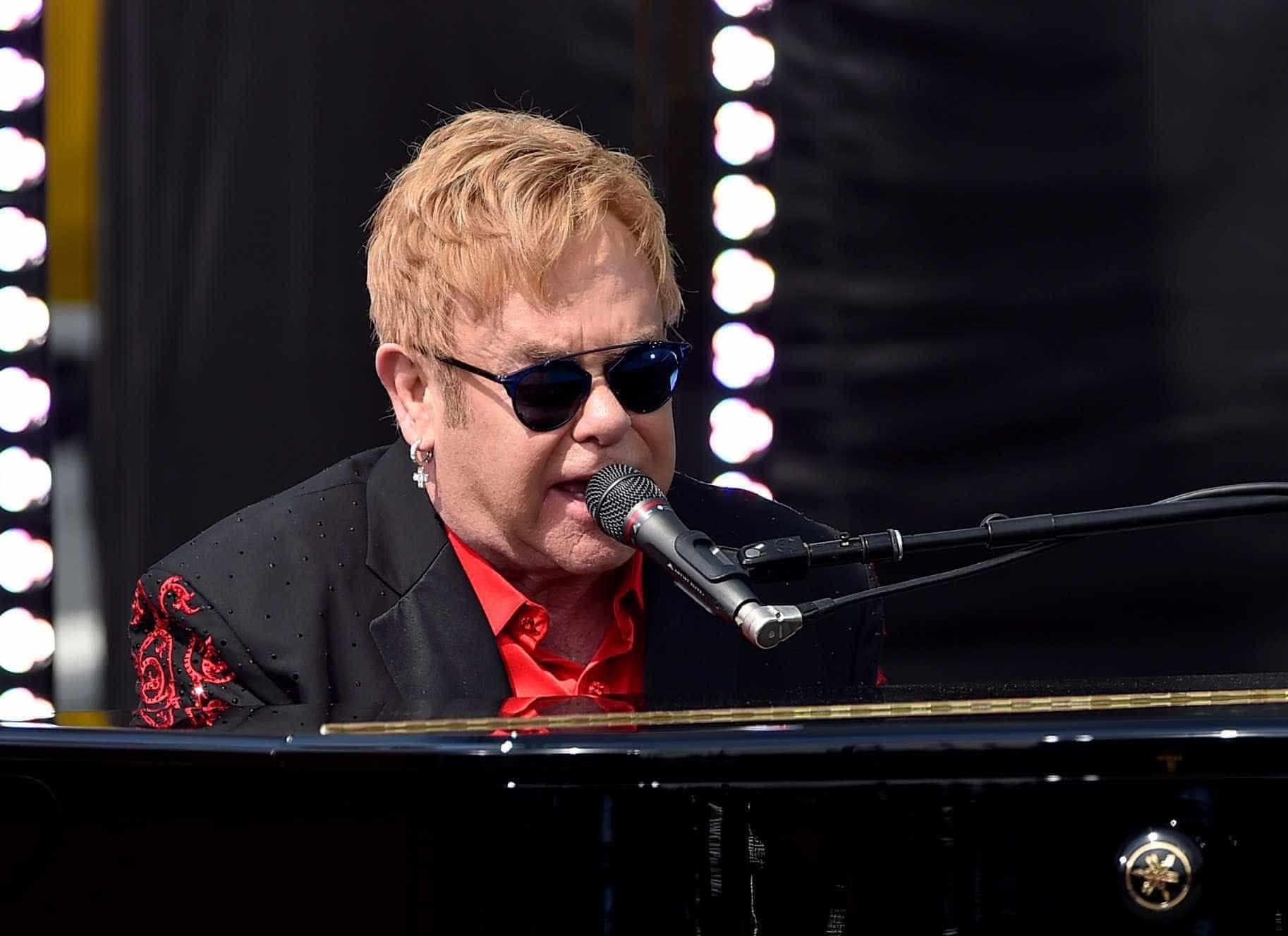 Como um presente de Natal pode mudar uma vida: A história de Elton John