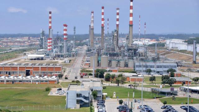 Sines: Trabalhadores da Petrogal suspendem greve para retomar negociações