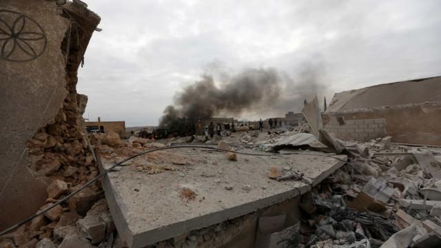 Ataque aéreo israelita a depósitos de armas em Damasco faz três feridos