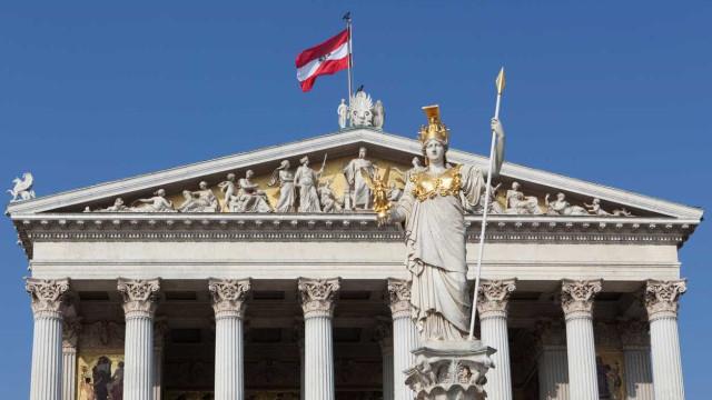 Político austríaco afastado por comparar imigrantes a ratos