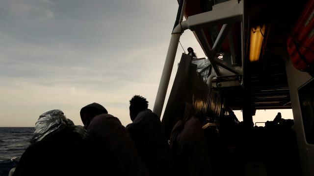 Barco com 20 migrantes a bordo chegou à praia da Gran Canária esta noite