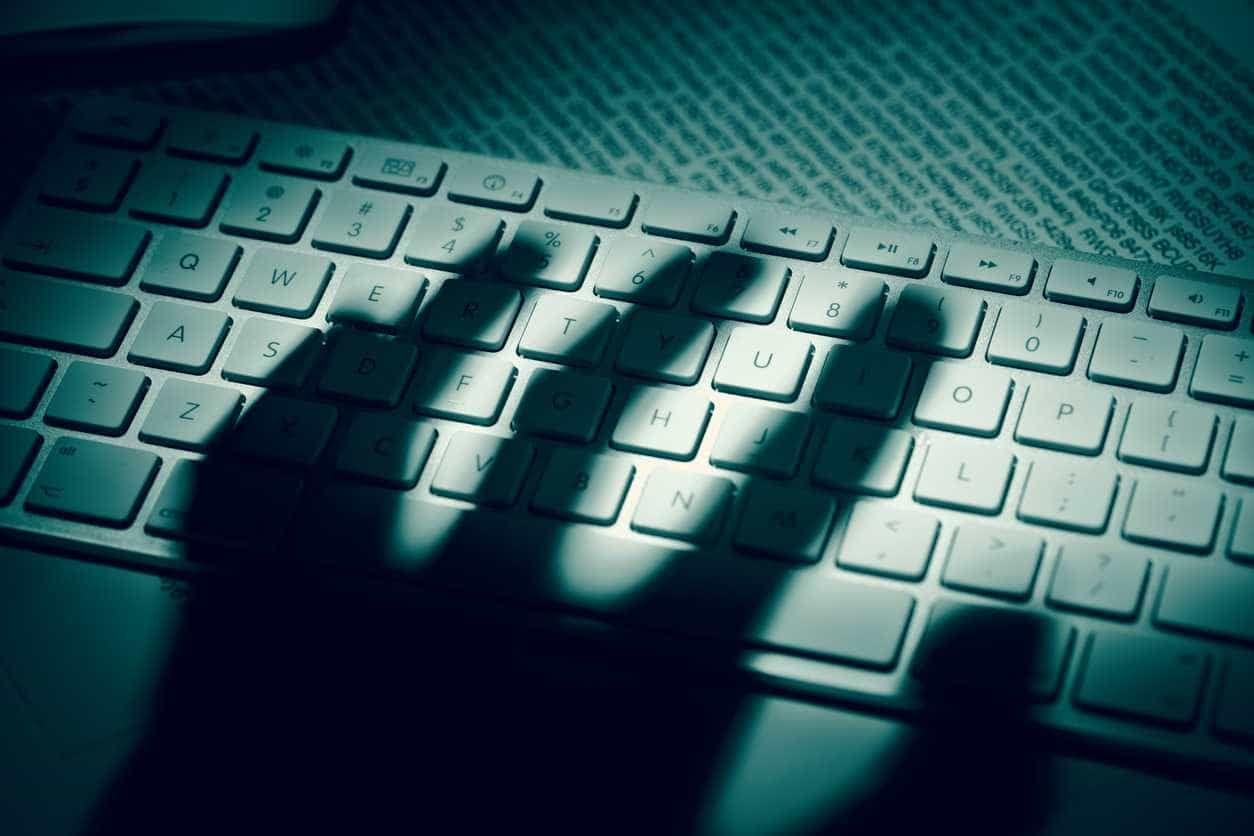 Programador tinha mais de 25 mil ficheiros de pornografia de menores