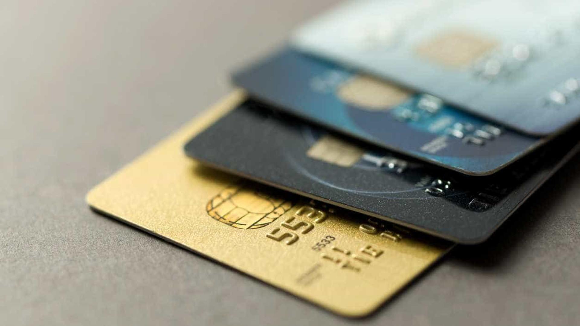 Compras e levantamentos por multibanco com quebras superiores a 40%