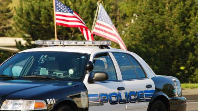 Rapariga de 13 anos conduz carrinha a mais de 160 km/h em fuga à polícia