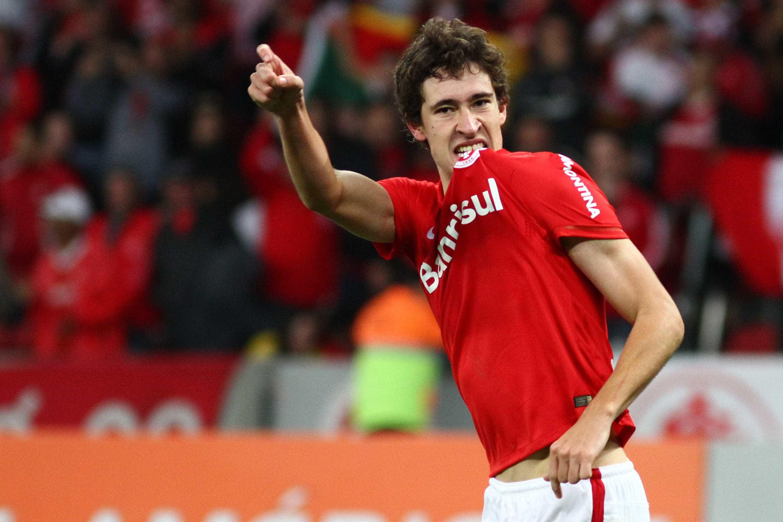 Benfica tem médio brasileiro na mira, mas o preço pode ser um entrave