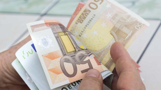 """Funcionários públicos com baixos salários com """"triplo aumento"""" nos Açores"""