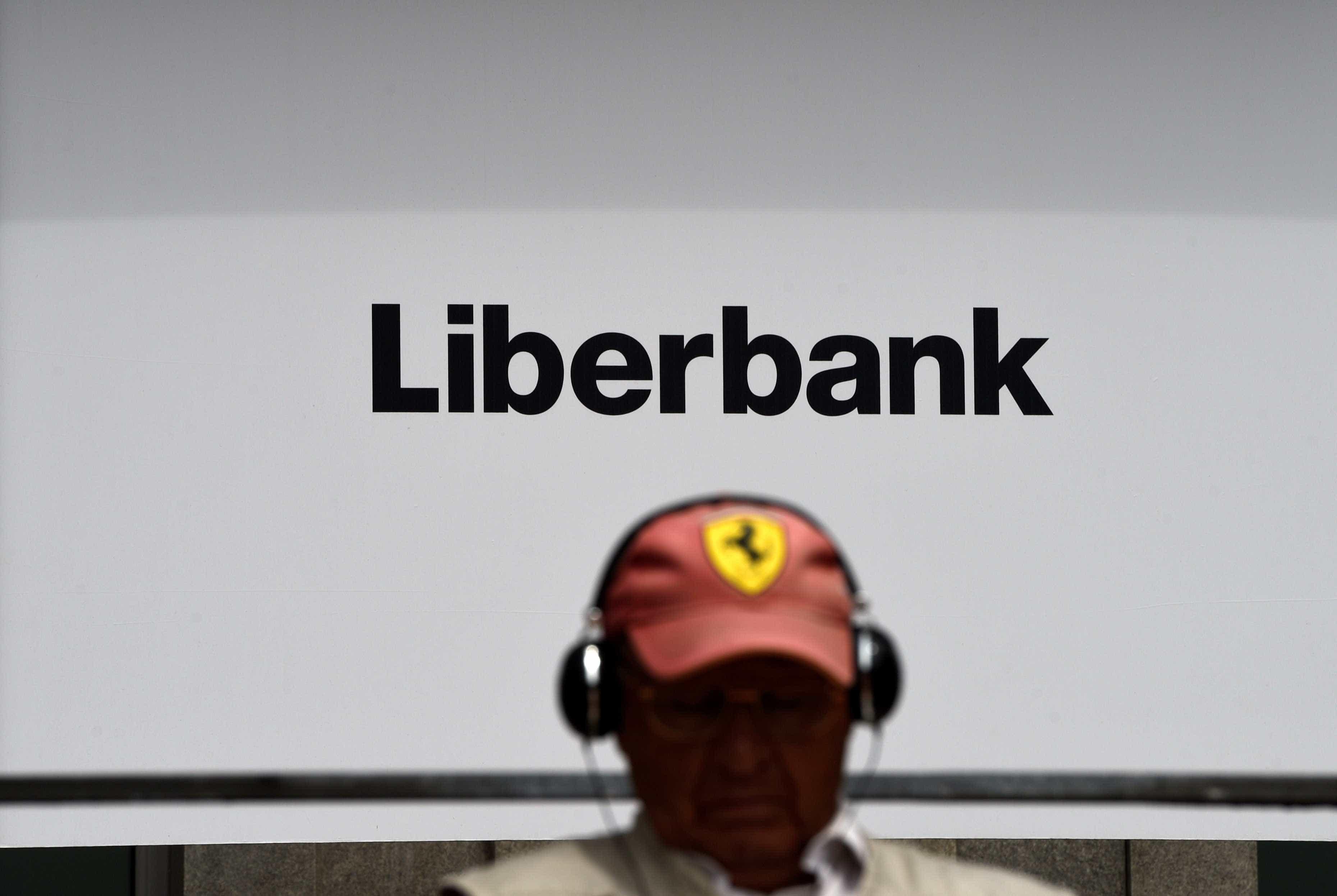 Supervisor espanhol suspende negociação de ações do Abanca e do Liberbank