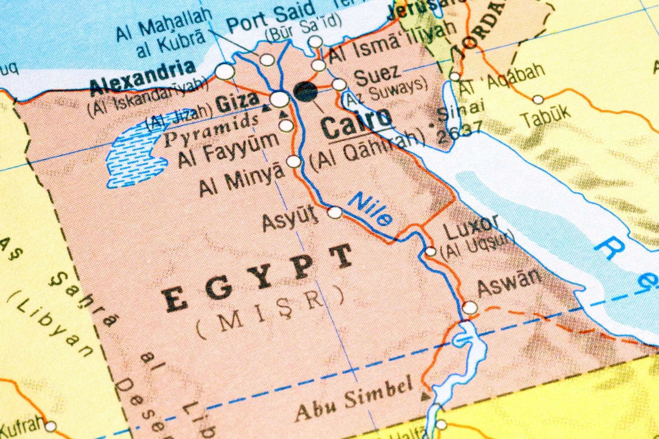 Egito abre investigação a vídeo de casal nu no topo da pirâmide de Guizeh