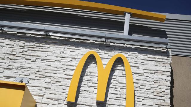 Jovem pede indemnização de milhões à McDonald's por causa de queimaduras