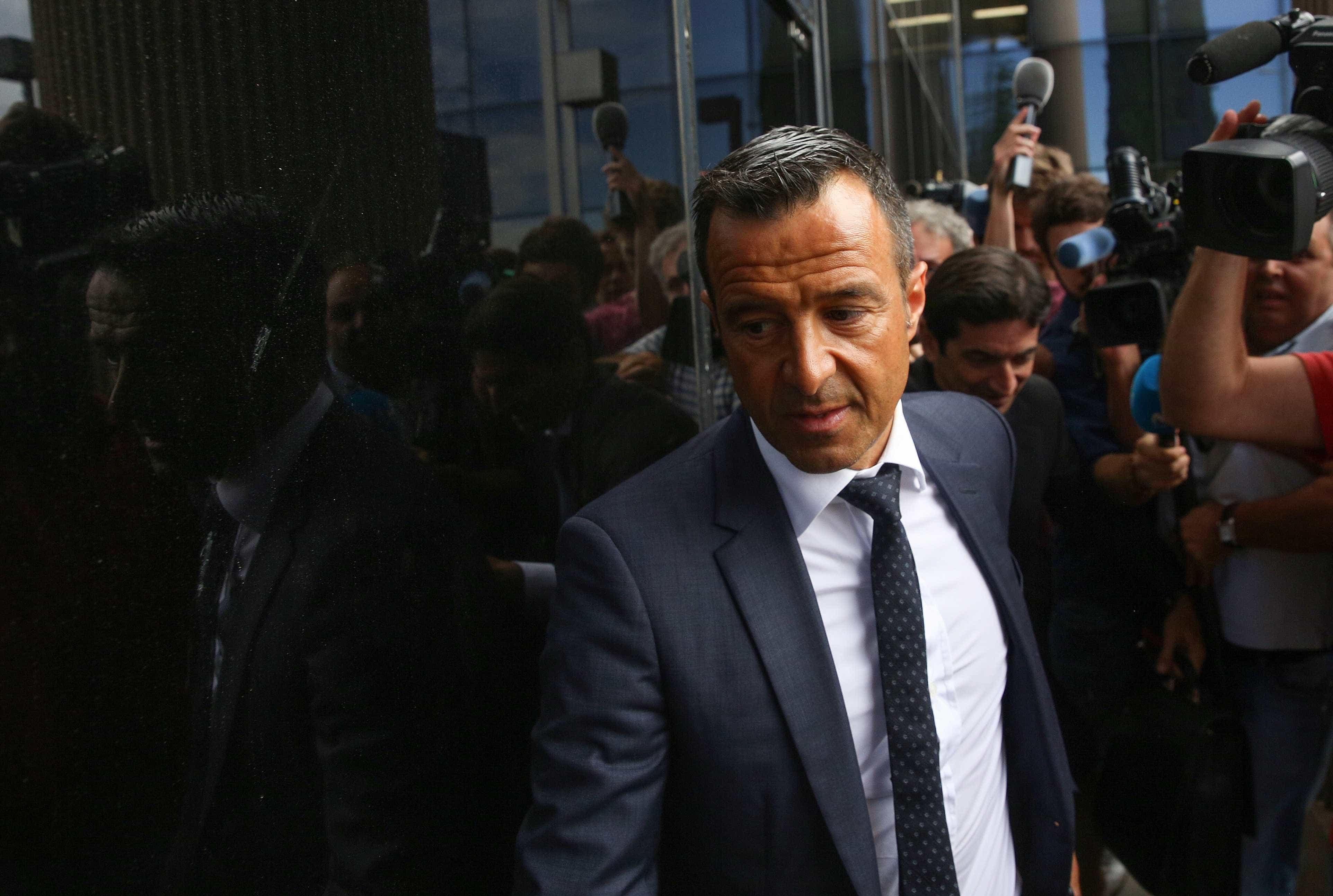 Jorge Mendes junta-se a Raiola e Barnett em 'luta' contra a FIFA