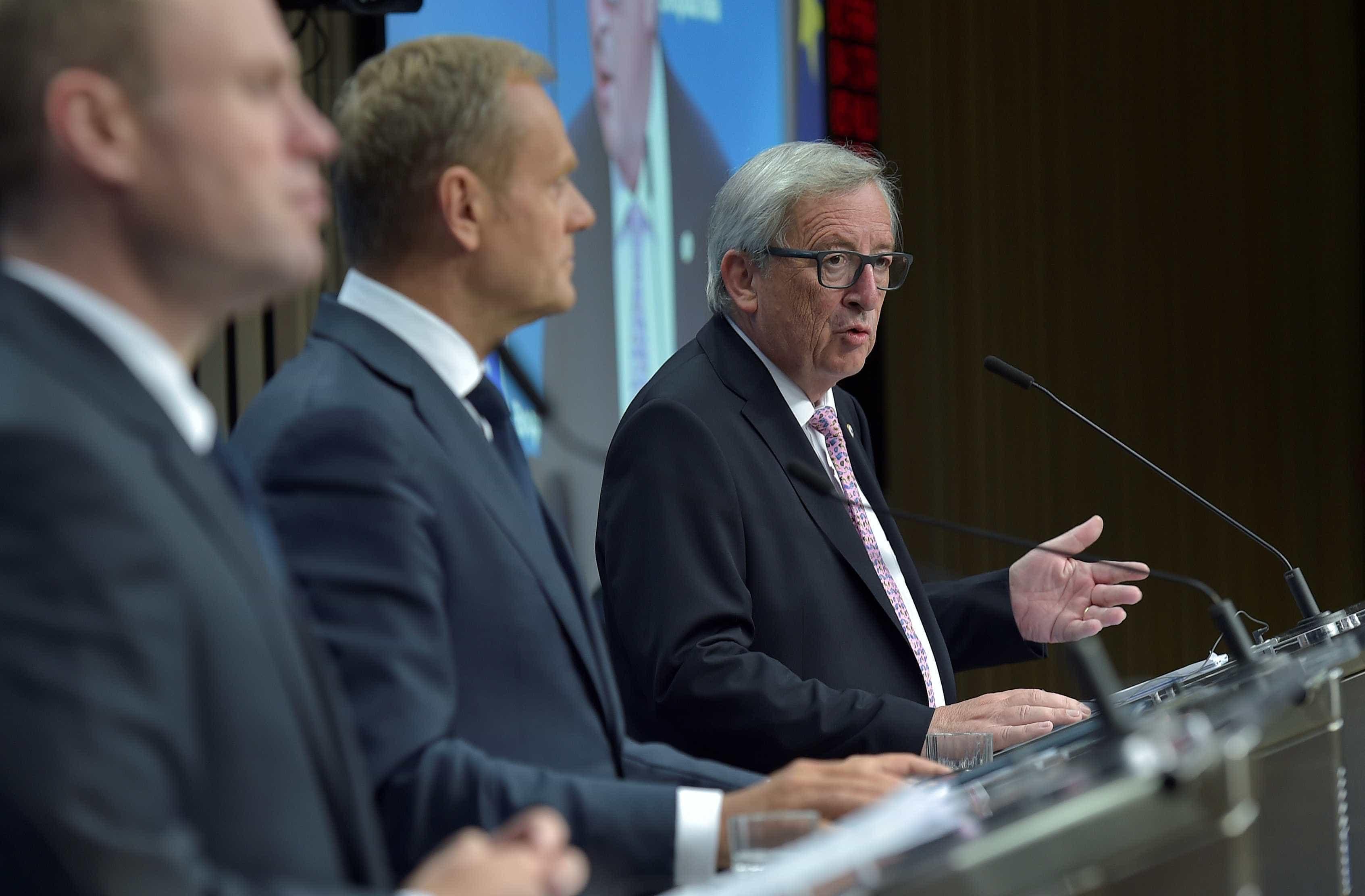 Juncker e Tusk felicitam recém-eleito presidente ucraniano