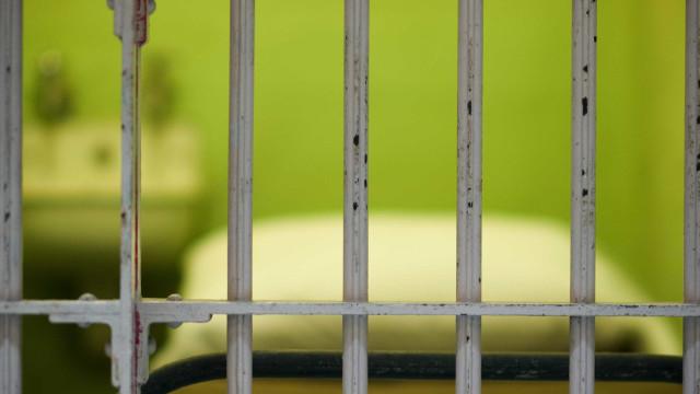 Após festa, prisão de Paços alvo de rusga. Havia telemóveis e droga