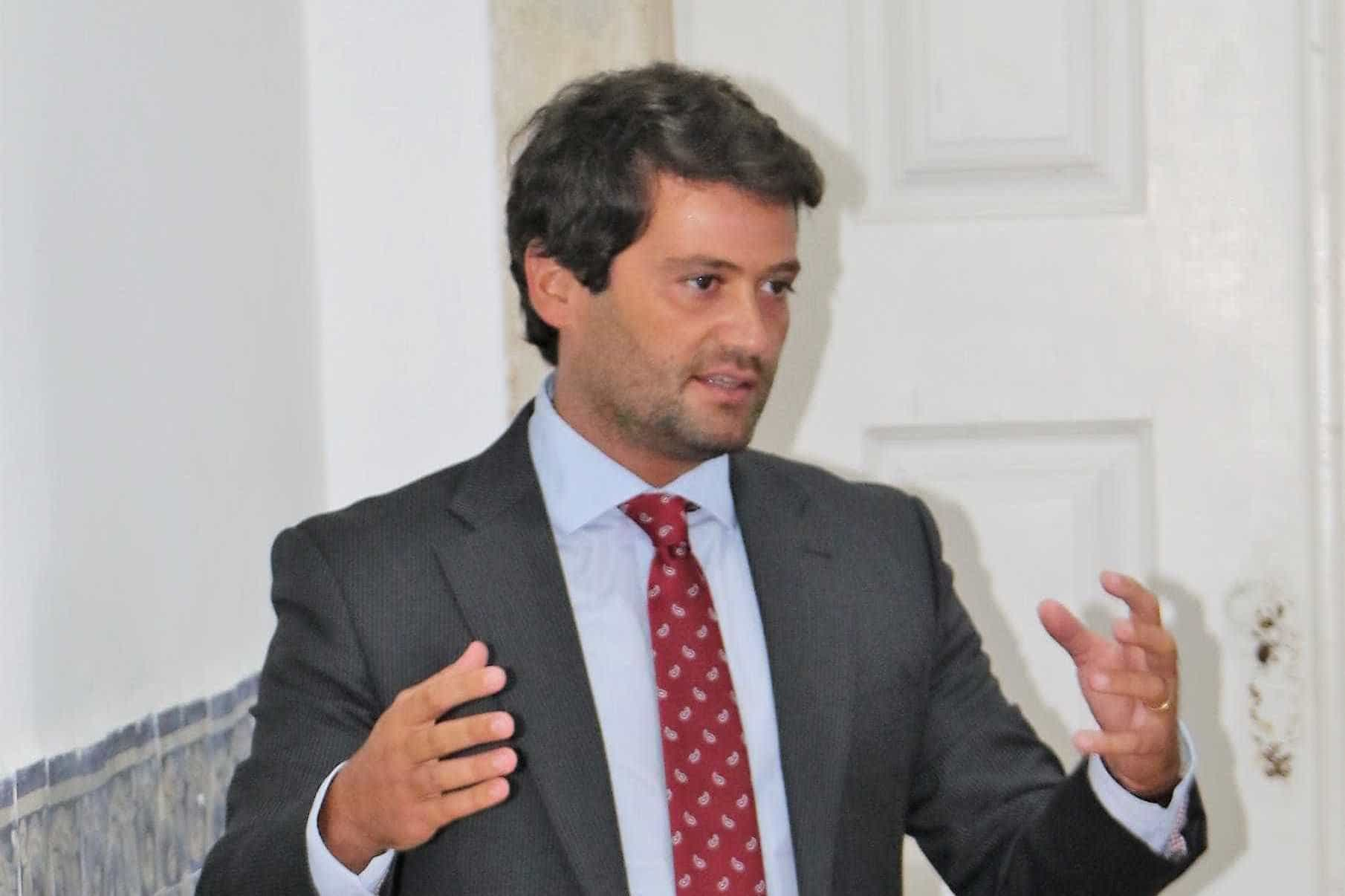 """Se houve pedido de desculpas a Angola, Santos Silva deve demitir-se"""