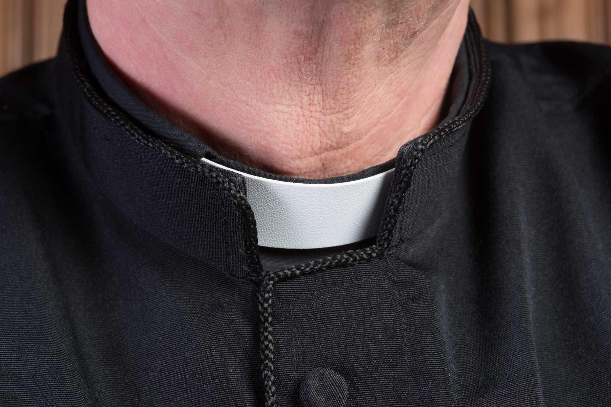 O padre de Cádiz foi-se embora de repente porque nunca chegou a ser padre