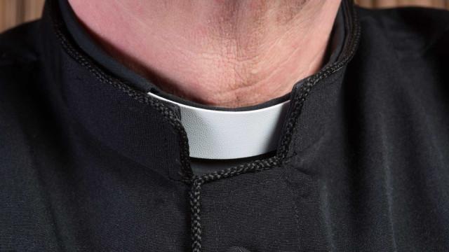 Padre católico falso desmascarado em Espanha 18 anos depois