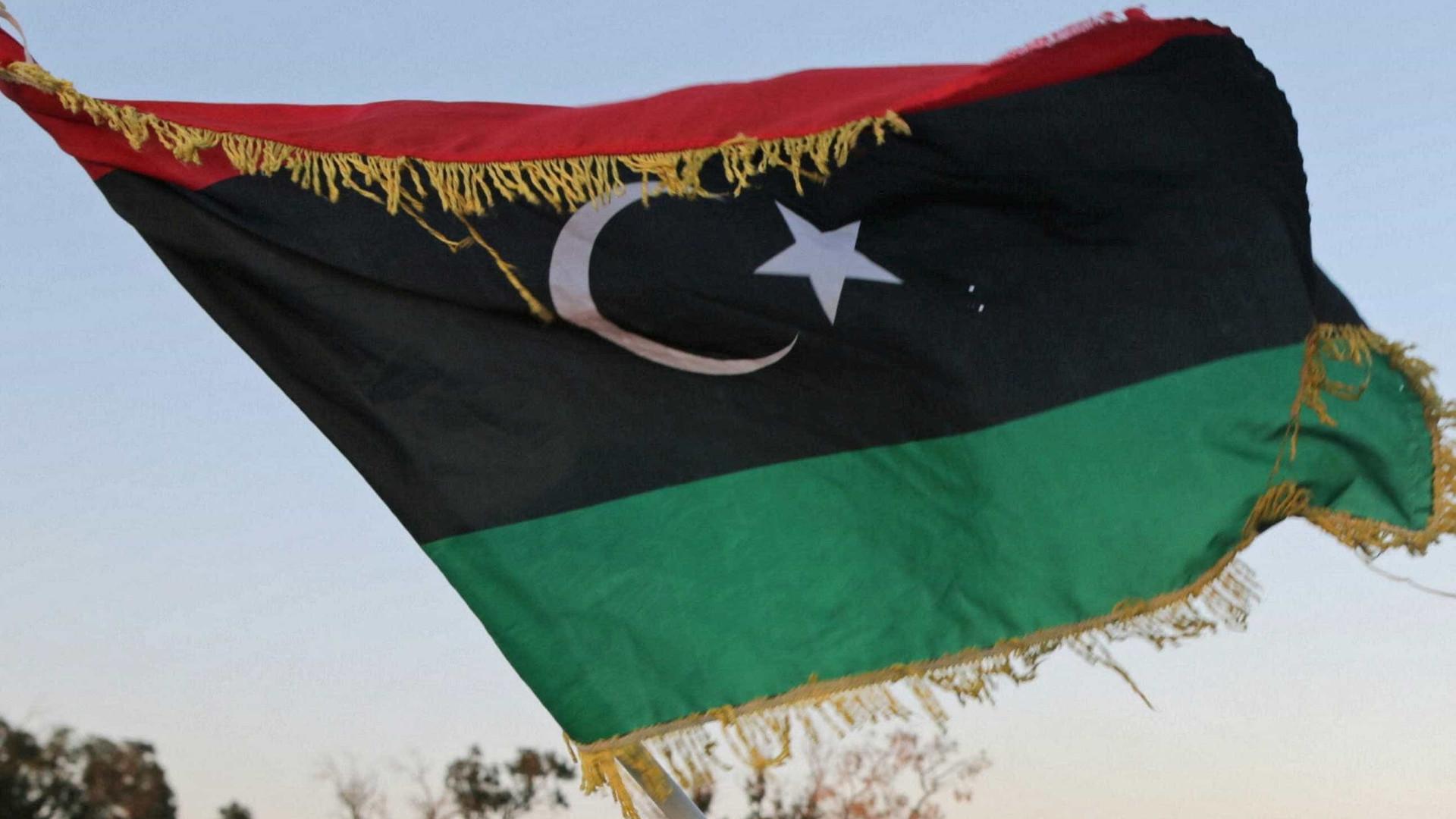 Terão sido cometidos crimes de guerra durante pandemia na Líbia