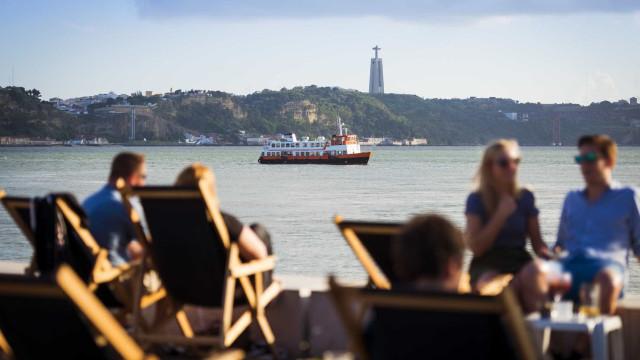 Turismo. Dormidas de não residentes continuaram a diminuir em setembro