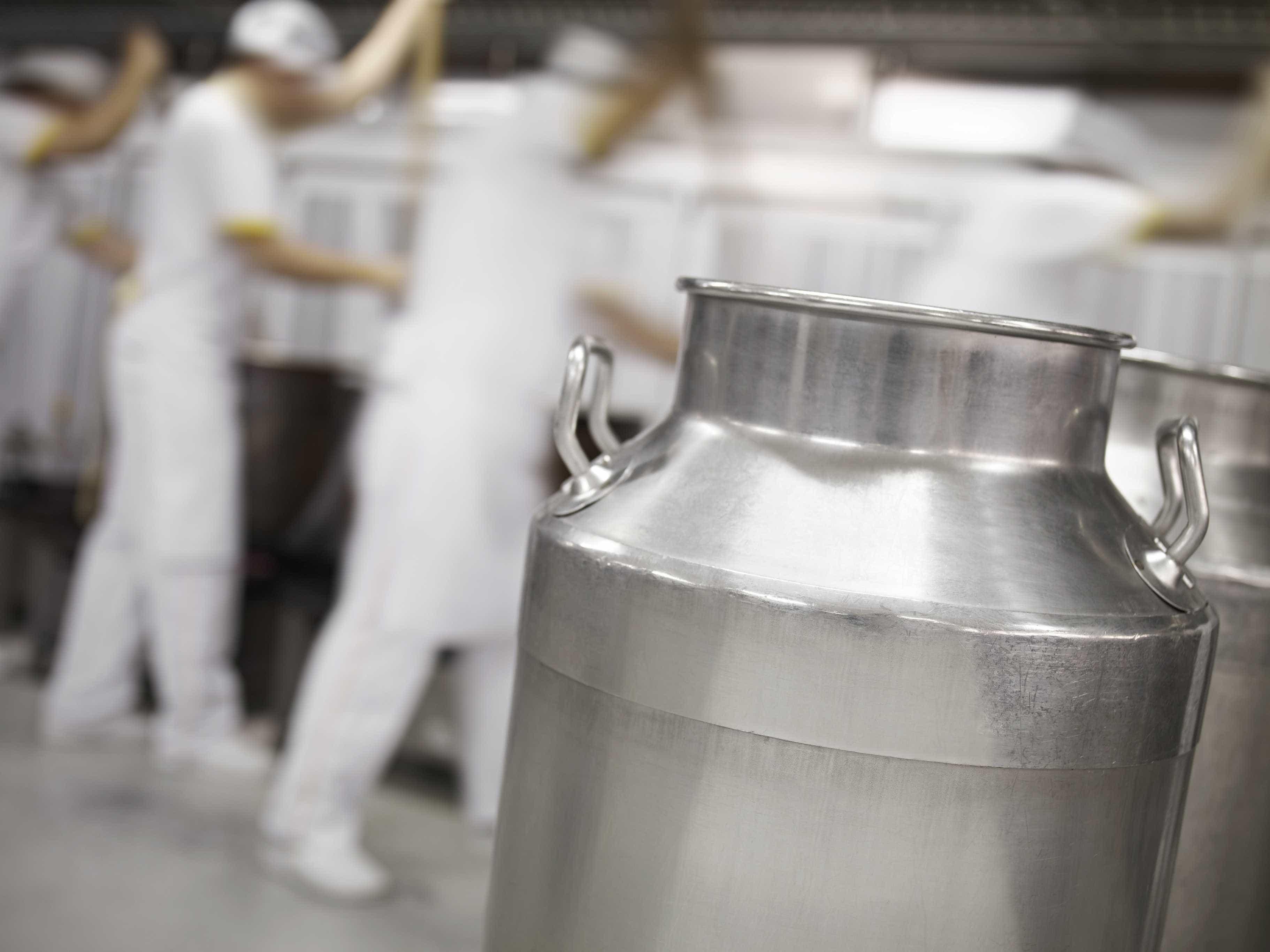 """""""Falso leite"""" conquista mercado com práticas desleais, alerta deputado"""