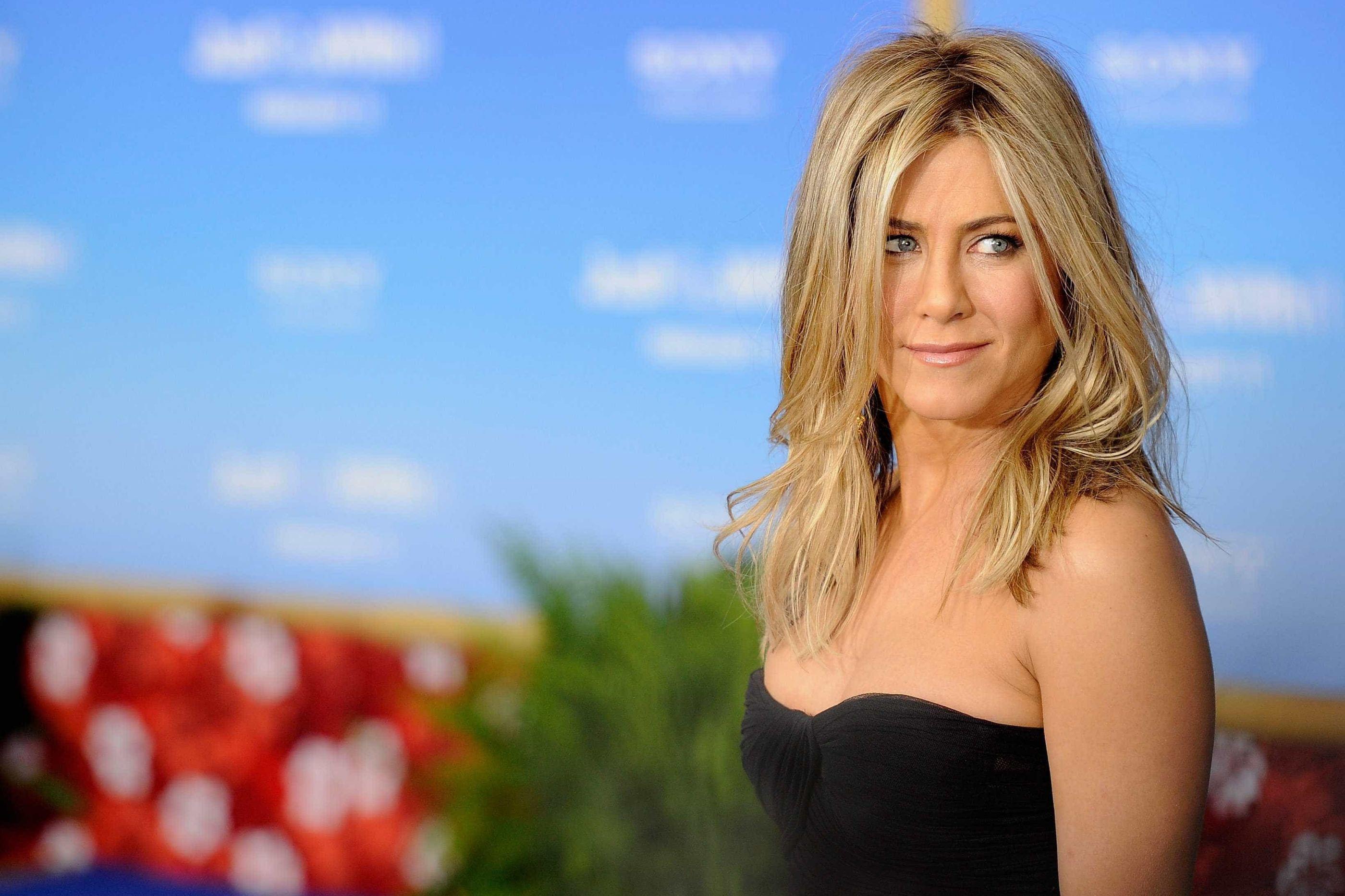 """Jennifer Aniston recorda antigos casamentos: """"Foram um sucesso"""""""