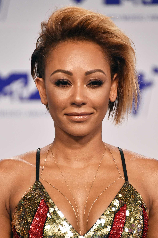 Mel B revela que teve romance secreto com uma das colegas de Spice Girls