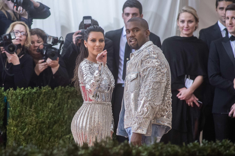 Kim Kardashian e Kanye West desfrutam da nova casa… de 14 milhões