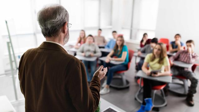 Governo aumenta vagas e mais de 4 mil docentes sobem de escalão