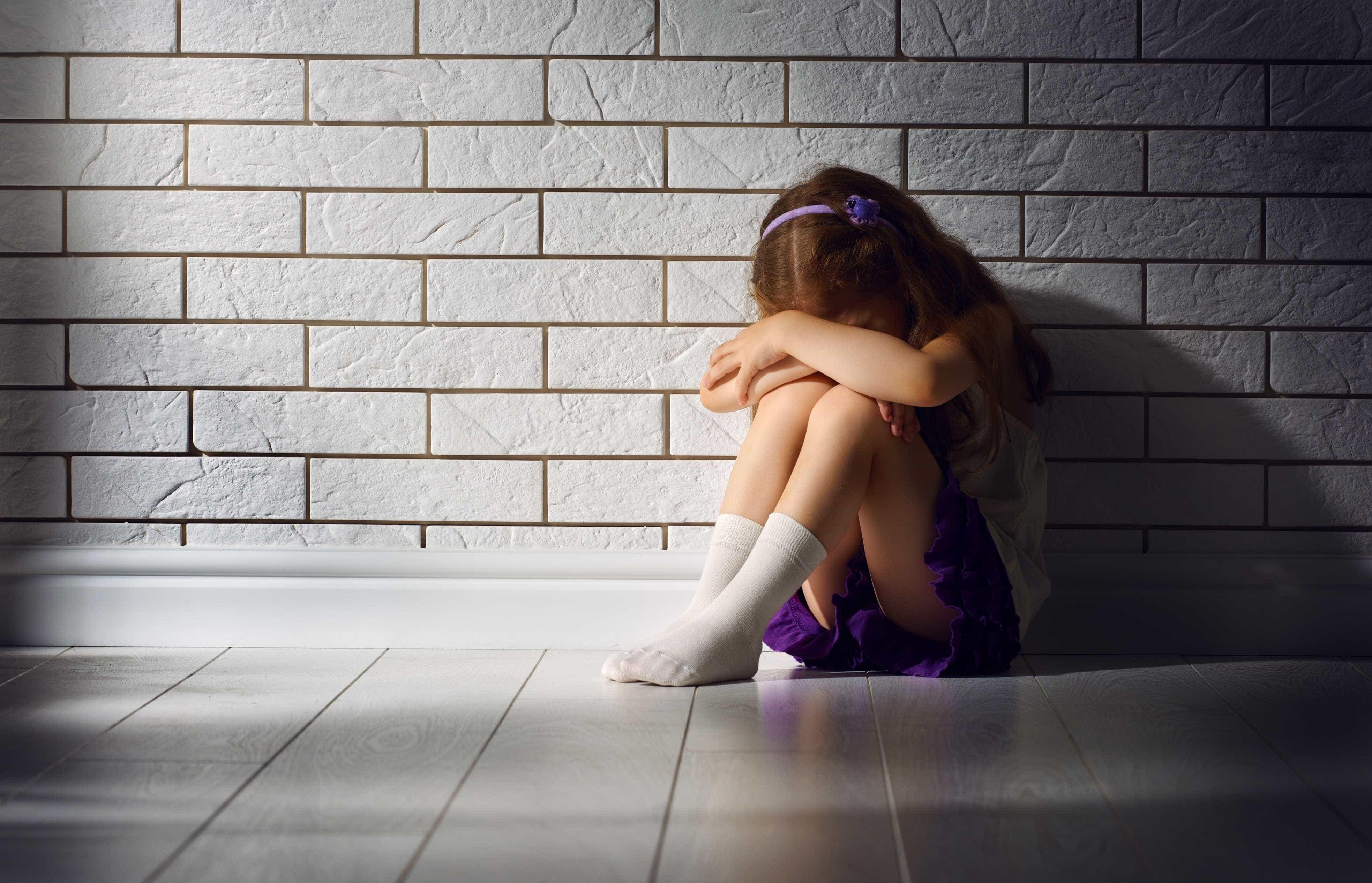 Abusou e espancou enteadas durante anos. Aguarda julgamento em liberdade