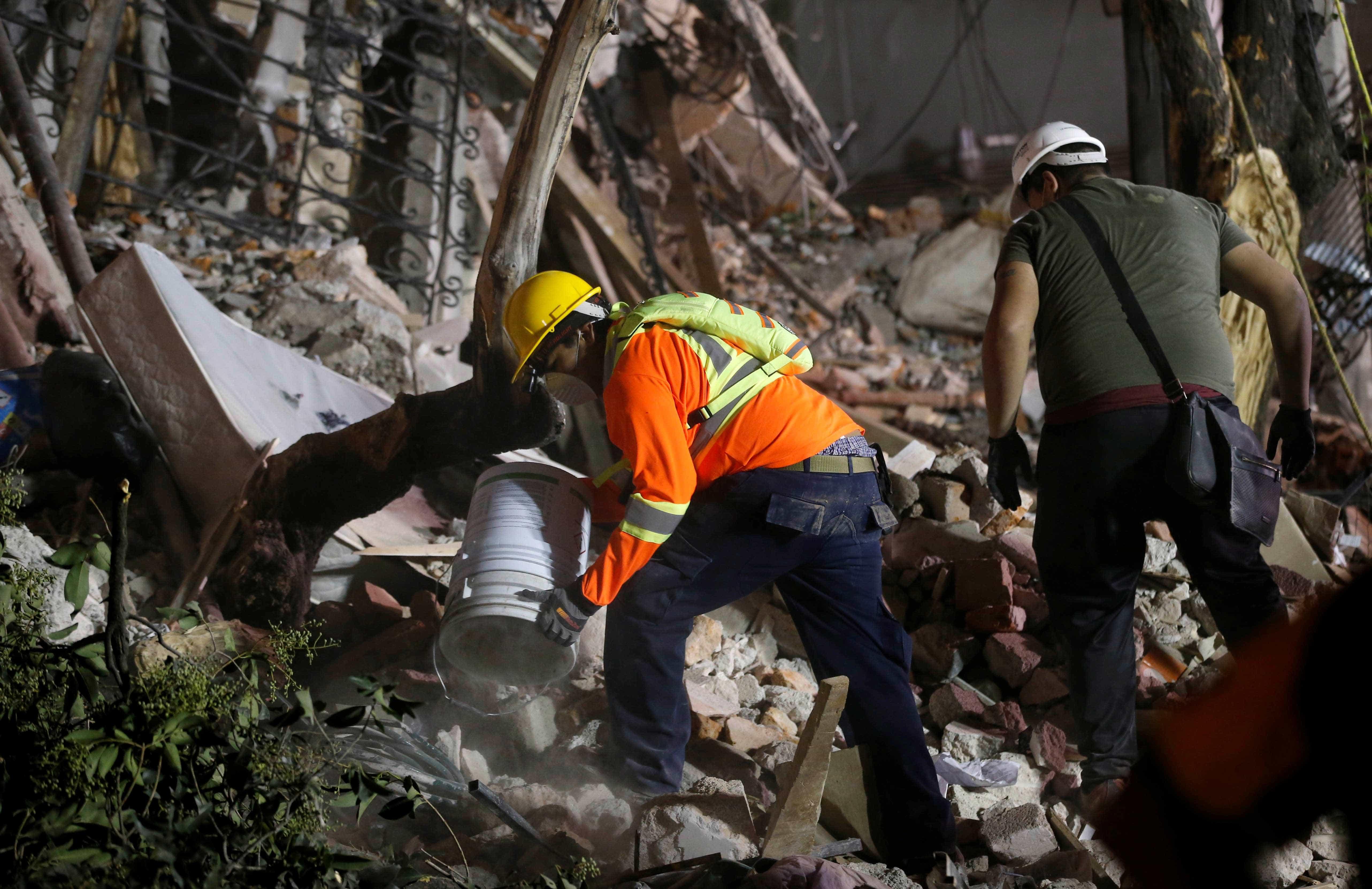 México: Bebé de um mês e meio resgatado com vida dos escombros