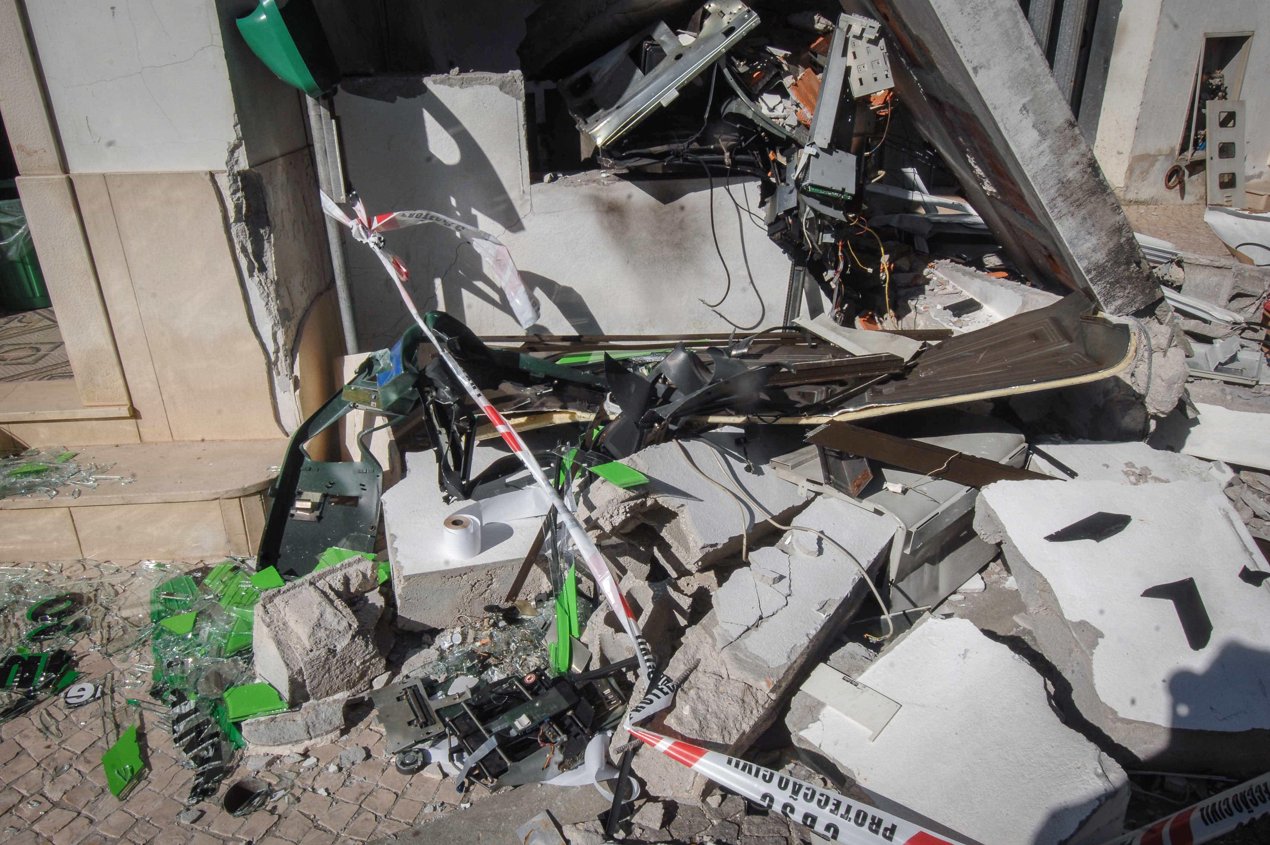 Assaltantes explodiram caixa multibanco em Évora e fugiram