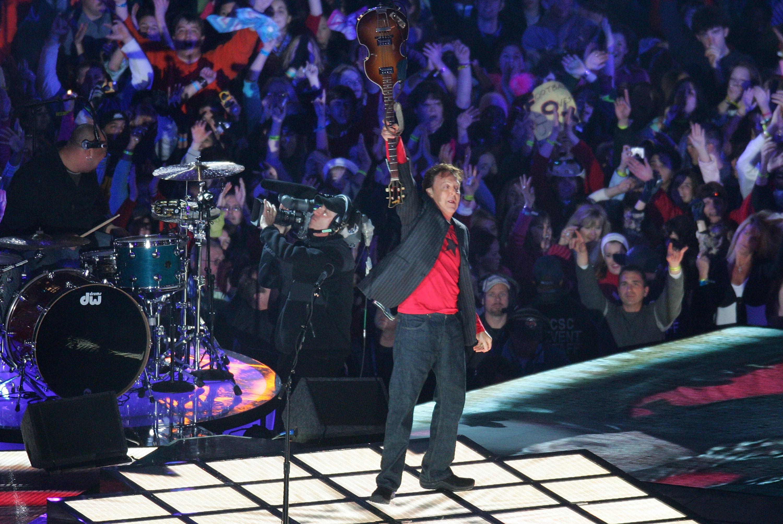 Relembre os artistas que já brilharam no Super Bowl