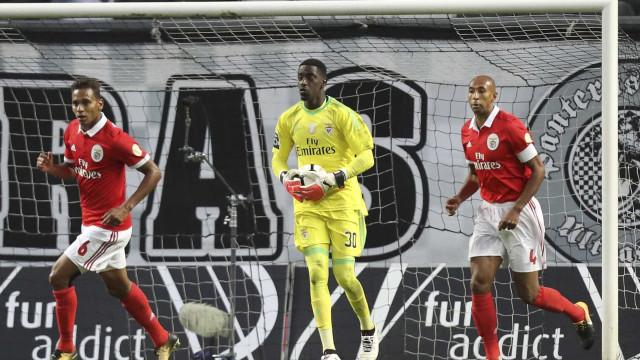 Bruno Varela emprestado ao Ajax