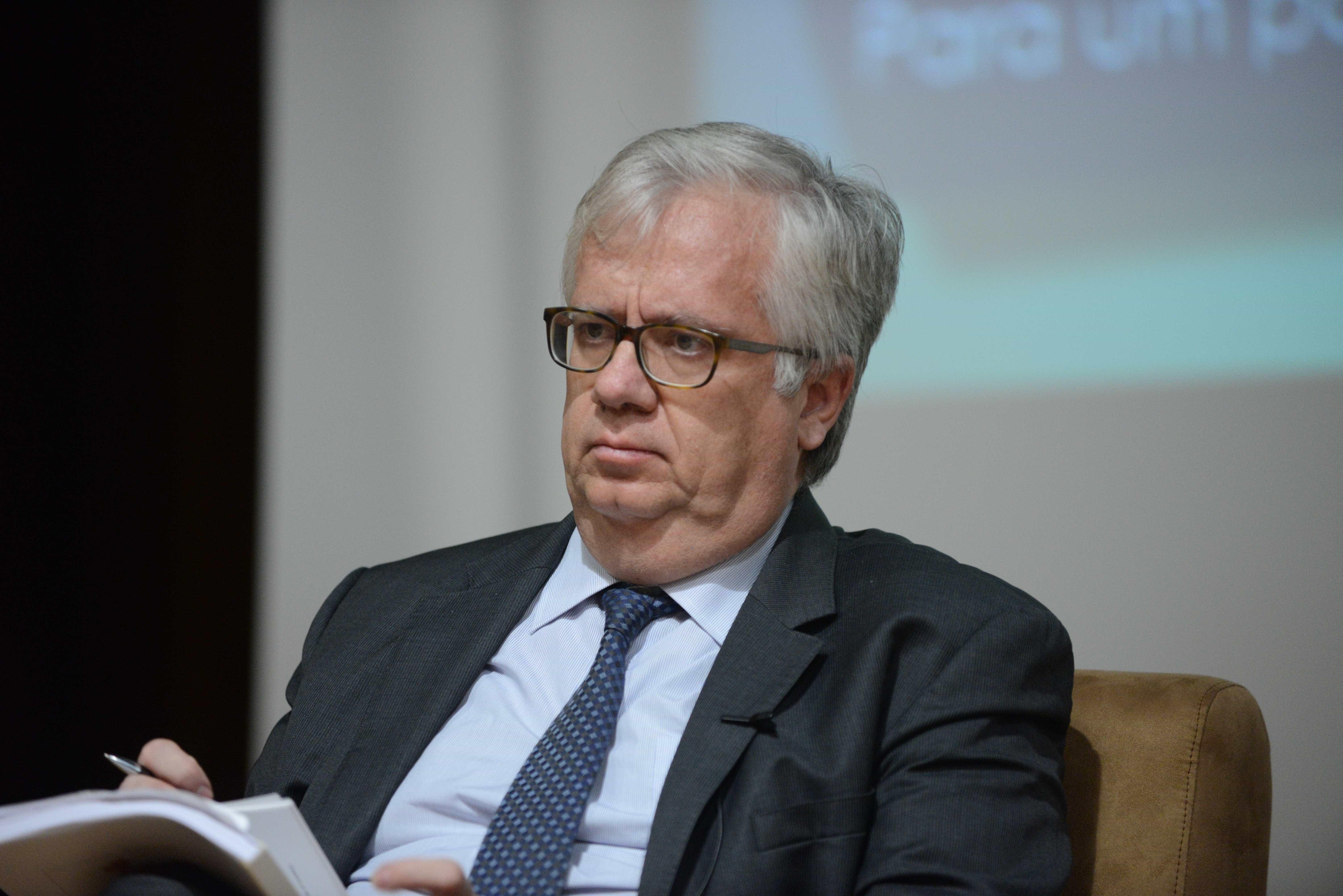 Ministro não comenta legalidade de manifestação de polícias fardados