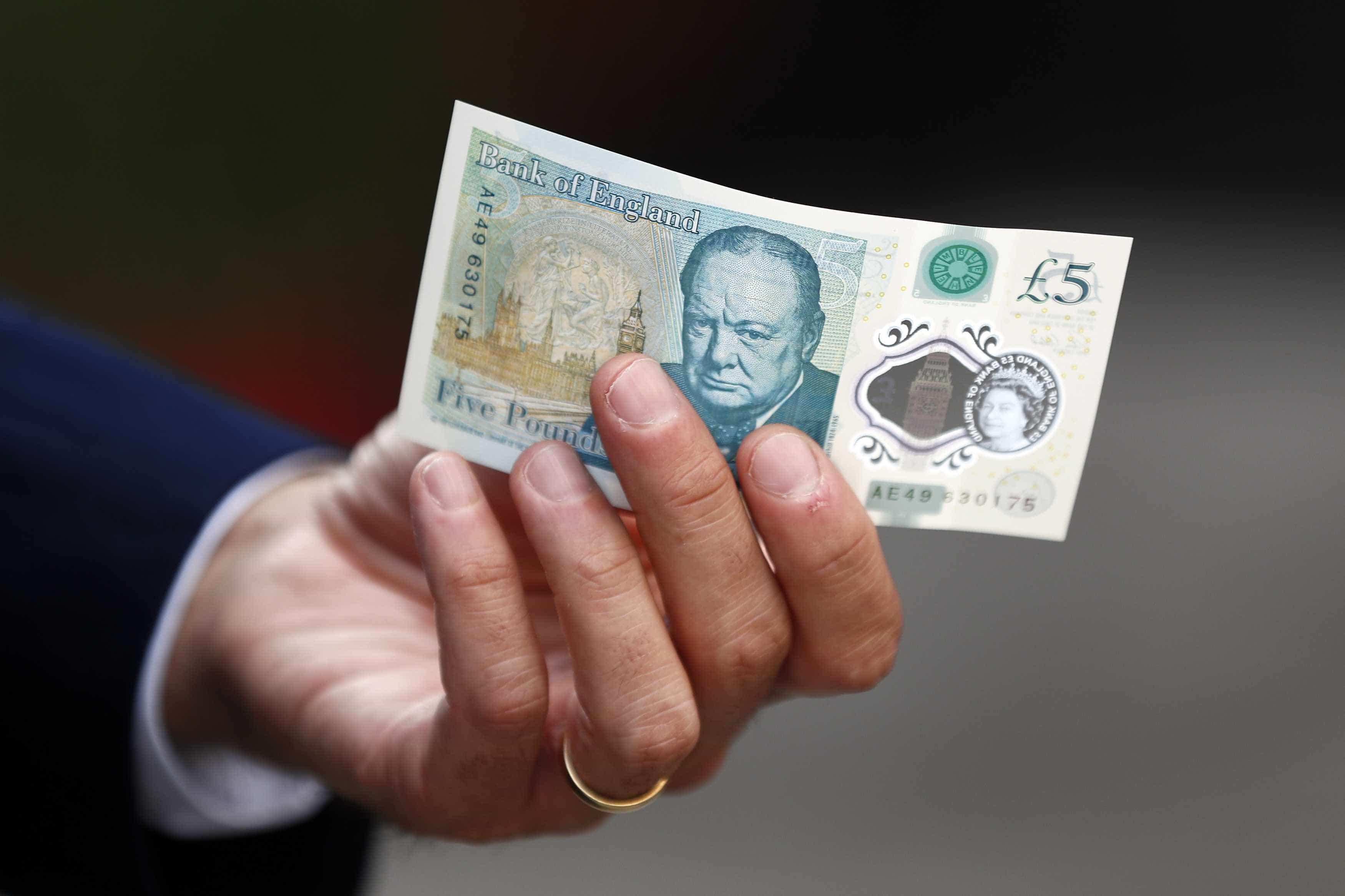 Ingleses reclamam de nova nota. Corta o nariz ao 'snifar' cocaína