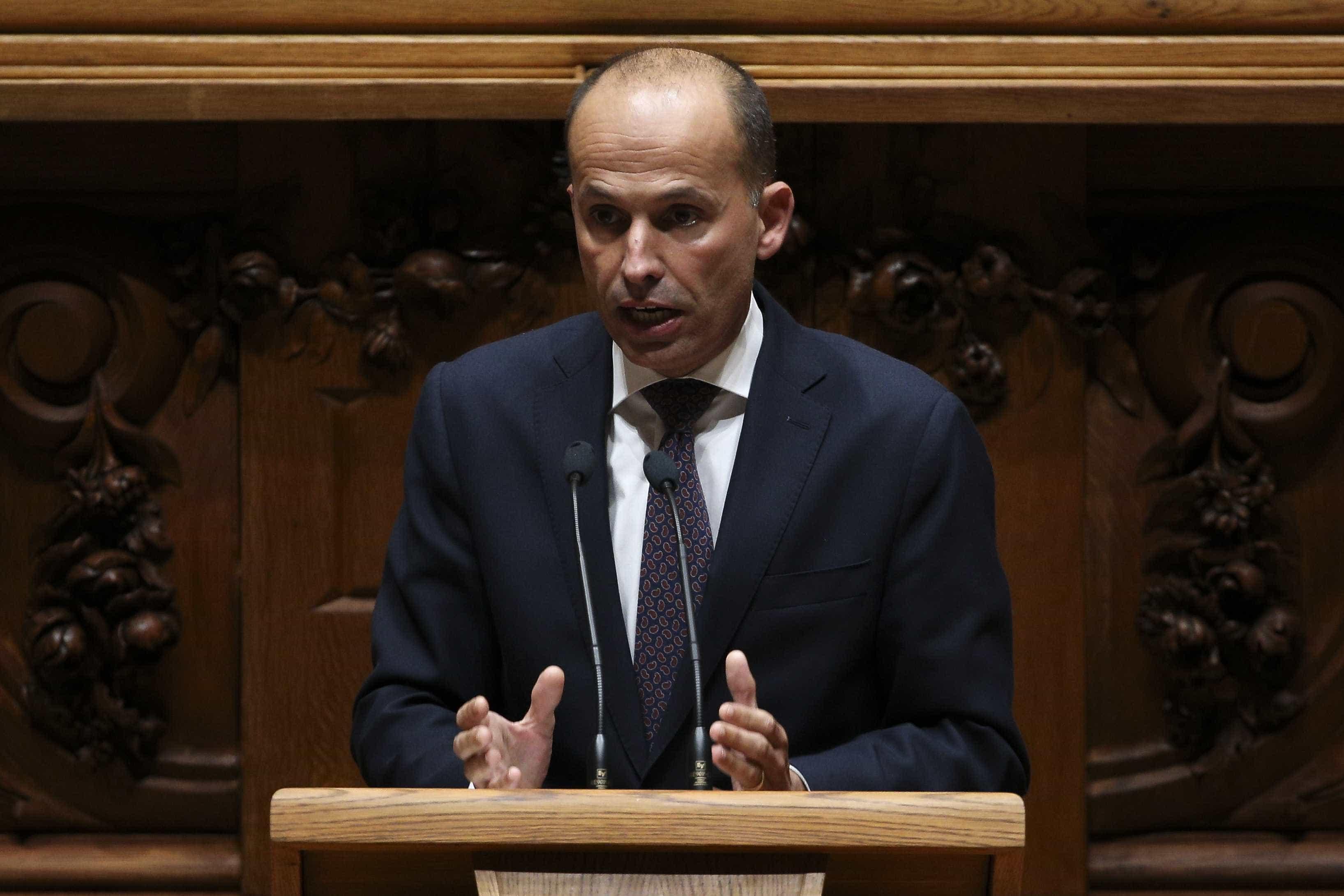 """CDS promete ajudar a """"remodelação que falta, a do primeiro-ministro"""""""