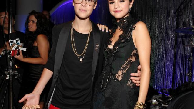 Farto de acusações, Justin Bieber comenta relação com 'ex' Selena Gomez